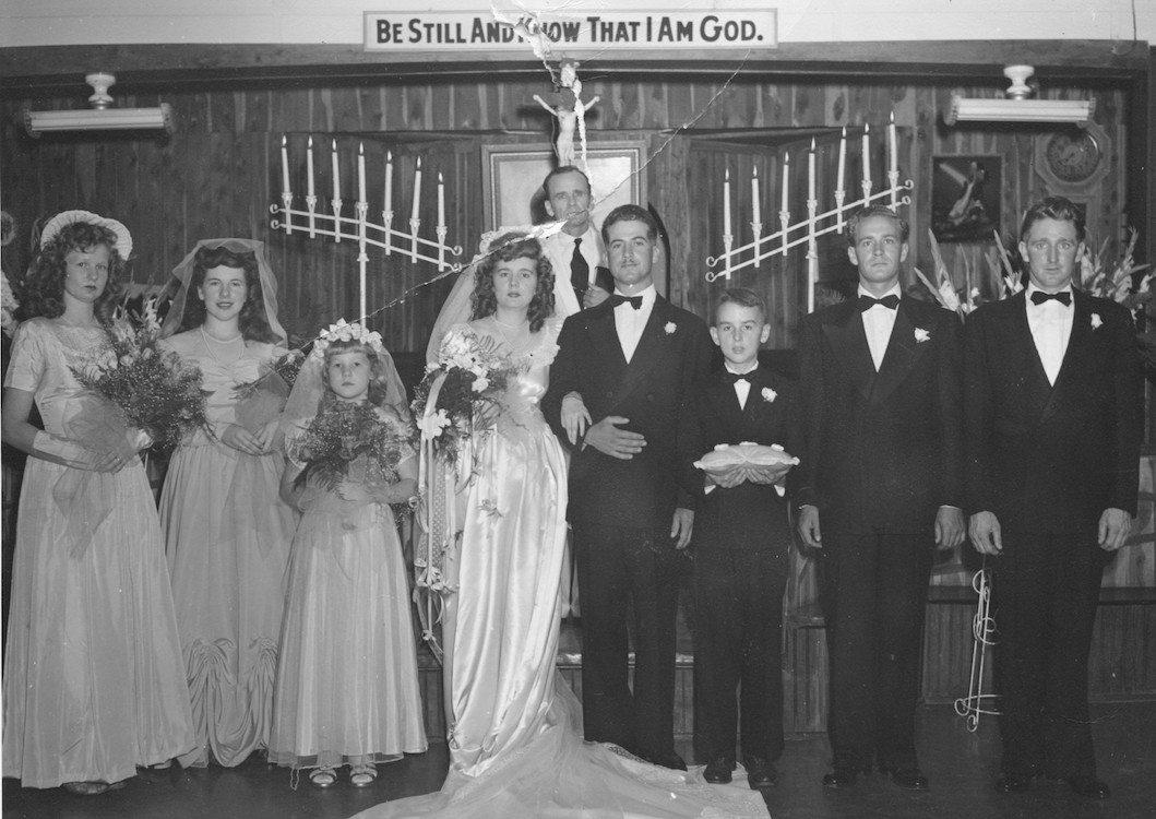 Op Deloris's bruiloft verrichte haar broer William de ceremonie; een andere broer, Howard, was bruidsjonker, en neef Billy Paul droeg de ringen.