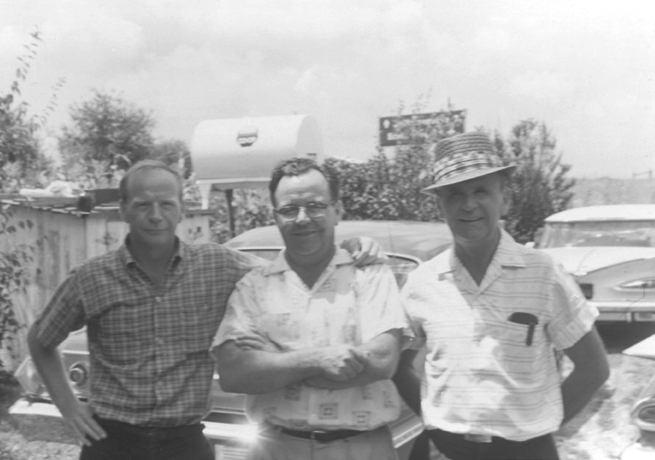 Vlnr. de jongste, middelste en oudste van de negen Branham jongens: Donny, Doc en William bij de reünie in 1963.