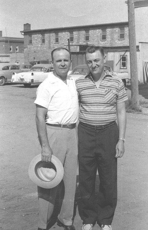 William Branham en Gene Norman in 1956, Prince Albert, Canada
