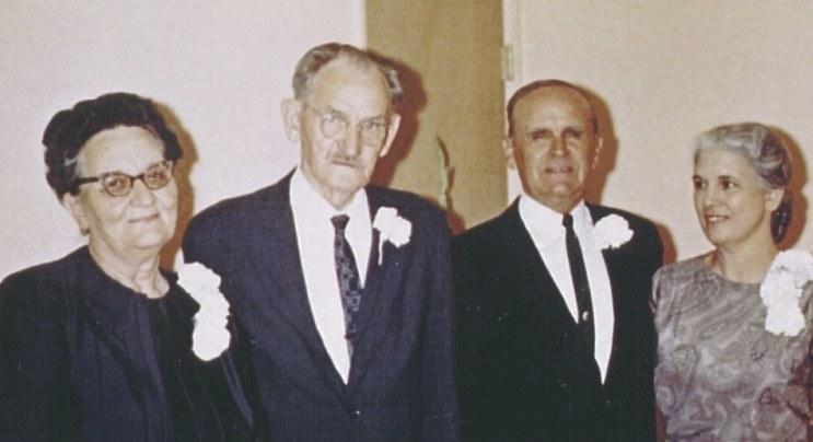De oudesr van Hellen Downing en Morris Ungrun, Wealthy en Matthew Ungrun, met Wiliam en Meda Branham in 1964, Shreveport, Louisiana.
