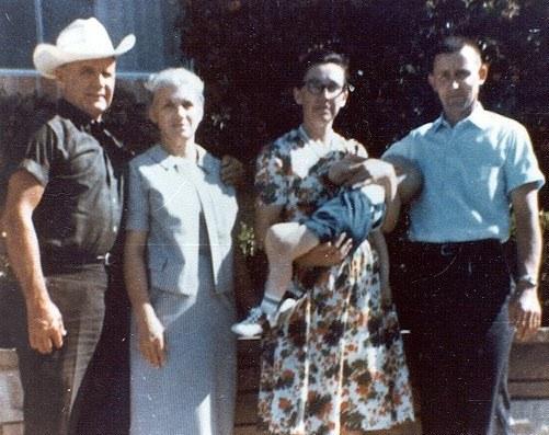 WIlliam Branham met zijn vrouw Meda en Hick Hickerson met zijn vrouw en zoon Stephen.