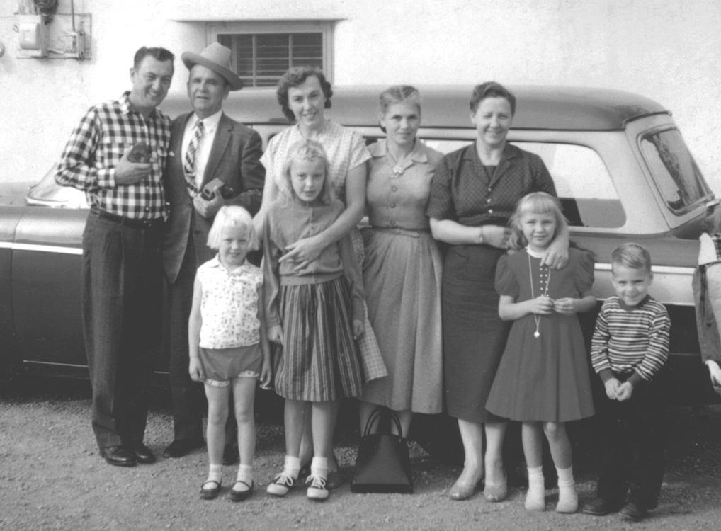 Vlnr. Gene Norman, William Branham, Mary Norman, Meda Branham, Martha Sothmann, met de kinderen Becky, Norma en Mary Norman, en Joseph Branham.