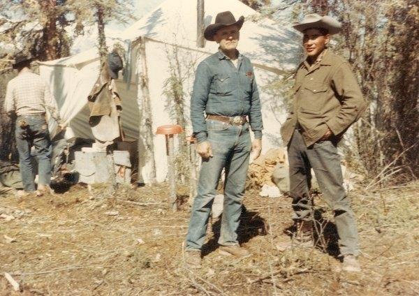 William Branham met Oscar. Tijdens een jachttocht in 1963, vroeg Louises broer, Oscar, aan broeder Branham om te bidden dat enige van zijn pony's, die al maanden verdwaald waren in de wildernis waar ook grizzlyberen woonden, ongedeerd bij hem teruggebracht zouden worden. Door een visioen werd hem verteld dat de verdwaalde dieren gevonden zouden worden, en dat ze de sneeuw zouden staan.